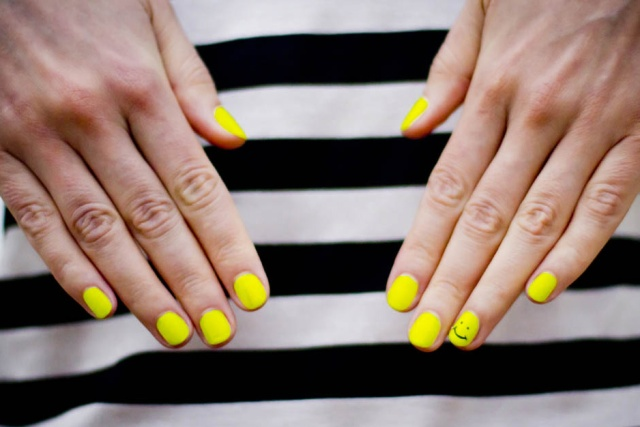 neon-nail-art-neon-yellow-beauty-blog-Sydney